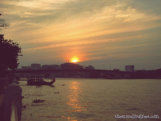sunset at Phra Arthit Pier