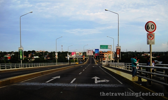 road going to the Mactan-Cebu Airport