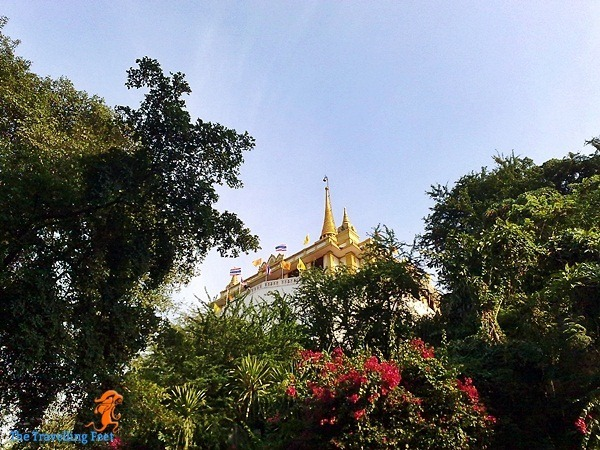 the hilltop where Wat Saket lies